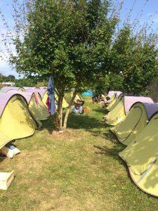 Zeltlager der Sommeruniversität in Saint Malo